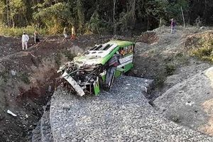 Philippines: Xe tải lao xuống khe núi khiến 19 người chết