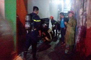 Cảnh sát phá cửa cứu 3 người kẹt trong ngôi nhà đang cháy ở Đà Nẵng
