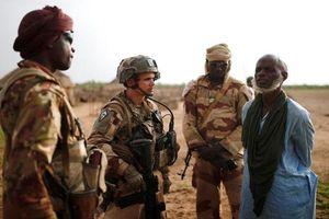 Tấn công doanh trại quân đội ở Mali, 54 người thiệt mạng