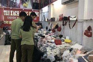 Mánh khóe hốt bạc tại 'thủ phủ' túi xách hàng hiệu giá 30.000 đồng