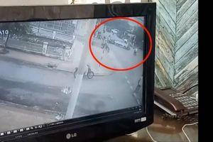 Khoảnh khắc xảy ra tai nạn liên hoàn 2 ô tô và 2 xe máy khiến 1 người tử vong