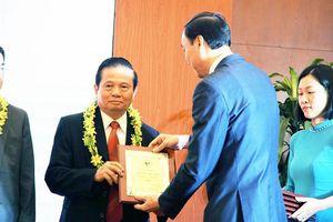 Tiến sĩ Lê Doãn Hợp – Chủ tịch danh dự Hội Truyền thông Số Việt Nam được vinh danh Trí thức Khoa học Công nghệ tiêu biểu năm 2019