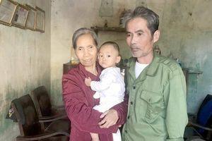 Bé sinh non của vợ chồng chết cháy ở Đê La Thành giờ ra sao?