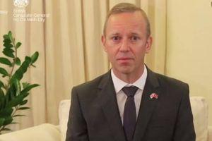 Đại sứ Anh chia sẻ nỗi đau, gửi lời chia buồn vụ 39 người chết trên xe tải