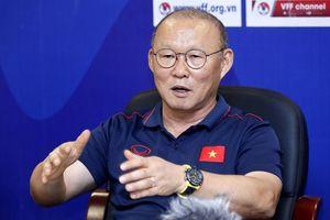 Tranh thủ ngày nghỉ,HLV Park Hang-seo vào Đà Nẵng 'đãi cát tìm vàng' cho bóng đá Việt