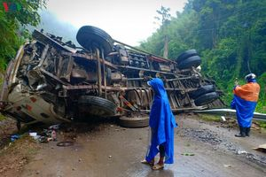 Lật xe tải ở Cao Bằng, QL 34 ách tắc kéo dài