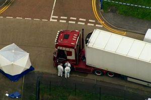 Anh tiếp tục nhận dạng các nạn nhân vụ 39 thi thể trong container