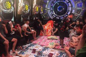 Kiểm tra quán karaoke phát hiện 50 'dân chơi' thác loạn ma túy tập thể