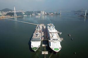 Quảng Ninh vào mùa du lịch tàu biển