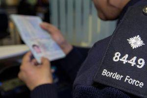 Hàng loạt thiếu nữ Việt nhập học ở Anh rồi biến mất