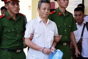 Nguyên Bí thư Thị ủy Bến Cát 'nhoẻn cười' đến hầu tòa