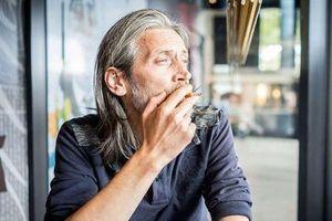Hút nhiều thuốc lá làm cho khuôn mặt già đi từ… 10 - 20 tuổi