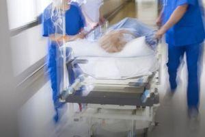 Bệnh nhân tử vong sau căng da mặt do sốc phản vệ