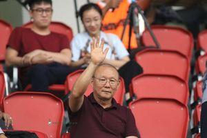 Chùm ảnh: Thuyền trưởng tuyển Việt Nam hâm nóng cầu trường giải U.21 Quốc tế
