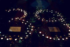 Hàng ngàn tăng, ni, Phật tử dự lễ thắp nến cầu nguyện cho 39 nạn nhân qua đời ở Anh