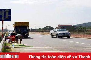Xe tải rời khỏi hiện trường sau khi cán chết người đi đường trên Ql1A