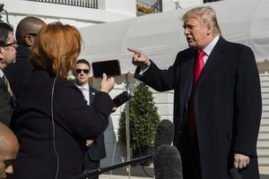 Người tố giác đáp trả sau khi Tổng thống Trump cố gắng 'lật mặt'