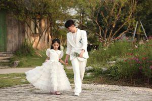 Con gái Xuân Lan tự tin làm vedette trình diễn thời trang