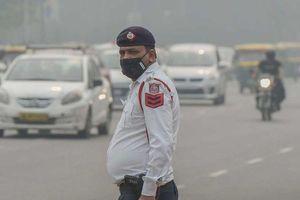 Ô nhiễm không khí ở mức nguy hiểm, New Delhi cấm xe theo biển chẵn, lẻ