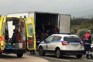 Phát hiện 41 người nhập cư trốn sau xe đông lạnh ở Hy Lạp