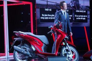 Chiều lòng người tiêu dùng Việt, Honda SH mới mở rộng cốp, trang bị kết nối bluetooth, ổ sạc thoại