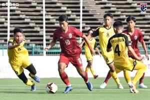 'Thần đồng' bóng đá Thái Lan ghi 4 bàn trong chiến thắng 9-0