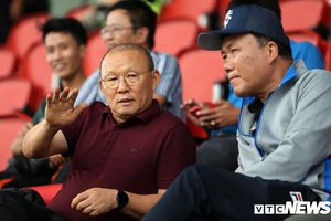 HLV Park Hang Seo có nguy cơ bị cấm chỉ đạo trận gặp Thái Lan