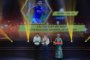 Quang Hải hay nhất V-League, Văn Quyết 'chạnh lòng'