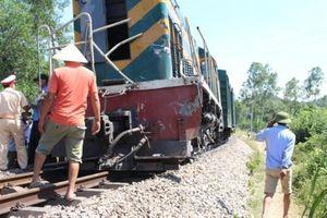 Hai công nhân đường sắt bị tàu hỏa đâm thương vong