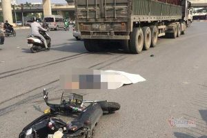 Cô gái trẻ tử vong dưới gầm xe đầu kéo ở Hà Nội