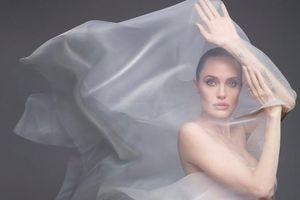 Angelina Jolie chụp ảnh khỏa thân gợi cảm