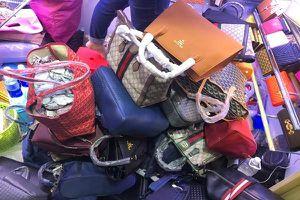 Truy quét khối lượng lớn hàng giả tại Hà Nội và TP.HCM