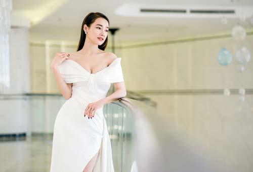 Kết hôn với Trường Giang, gu thời trang Nhã Phương thay đổi ra sao?