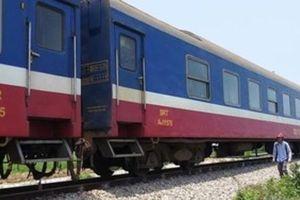 Đang sửa đường ray, hai công nhân đường sắt bị tàu hỏa đâm thương vong