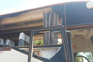 Xe buýt chở nhân viên công ty khai thác vàng bị phục kích, 37 người chết