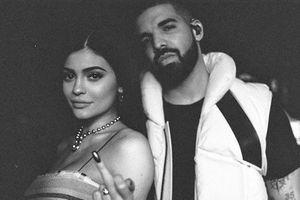 Kylie Jenner thân mật với Drake hậu chia tay Travis Scott