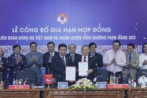 HLV Park Hang-seo tiếp tục gắn bó với bóng đá Việt Nam