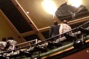 Sập trần nhà hát khi đang diễn kịch, hơn 1.000 người sơ tán