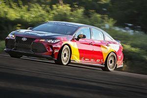 Cận cảnh sedan Toyota Avalon TRD Pro nhanh nhất thế giới