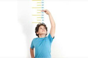 Cho con uống nhiều sữa và canxi là trẻ sẽ phát triển chiều cao?