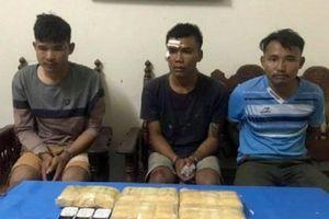 Mật phục bắt quả tang 3 thanh niên Lào vận chuyển 30.000 viên ma túy