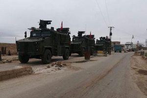 Soi dàn xe bọc thép Nga vừa chi viện cho quân cảnh tại Syria