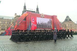 Long trọng kỷ niệm 102 năm Cách mạng tháng Mười Vĩ đại tại Nga