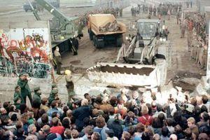 Những bức ảnh chưa từng được công bố về bức tường Berlin lịch sử