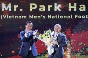 Liên đoàn bóng đá Đông Nam Á vinh danh HLV Park Hang Seo và Quang Hải