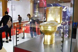 Bồn cầu mạ vàng đính hơn 40.000 viên kim cương lập kỷ lục Guinness