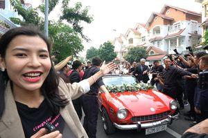Fan đi từ Tây Ninh lên Sài Gòn dự lễ ăn hỏi Đông Nhi - Ông Cao Thắng