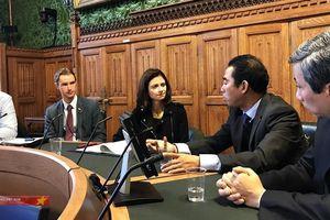 Đại sứ Anh: Cần đảm bảo các nạn nhân tử vong tại Anh được trở về nhà sớm nhất