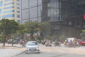 Nhiều đường phố Hà Nội lại chìm trong khói bụi