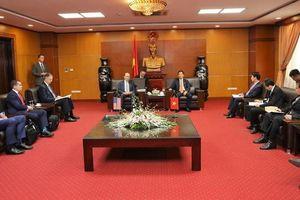 Bộ trưởng Thương mại Mỹ cùng hàng loạt đại diện doanh nghiệp Mỹ đến Hà Nội ký kết nhiều thỏa thuận hợp tác